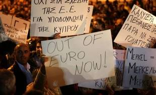Du côté de l'Union européenne et de la zone euro, dont Chypre fait respectivement partie depuis 2004 et 2008, l'énervement grimpe, en particulier à Berlin.