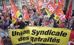 Banderole de l'Union syndicale des retraités tenue par des manifestants à Nîmes, le 31 mars 2016.
