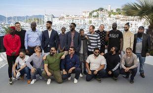 """Ladj Ly et le casting des """"Misérables"""" à Cannes, le 16 mai 2019."""
