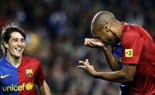 Le buteur français du FC Barcelone, Thierry Henry, célébrant son but face l'Atletico Madrid, le 4 octobre 2008.