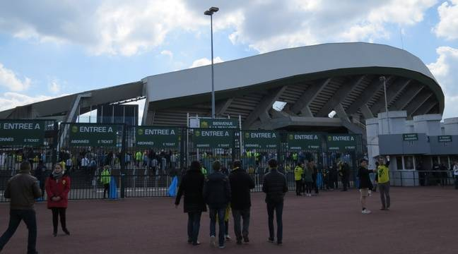 Fc nantes des d gradations au stade de la beaujoire et la boutique officielle - Porte de la beaujoire nantes ...