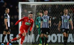 Le milieu de terrain du Stade Rennais Jérémy Gélin, ici après son but victorieux en 8e de finale de Coupe de France face au SCO d'Angers, le 28 janvier 2020.