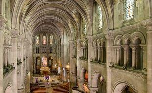 La nef de la basilique Saint-Denys à Argenteuil (Val-d'Oise). (Illustration)