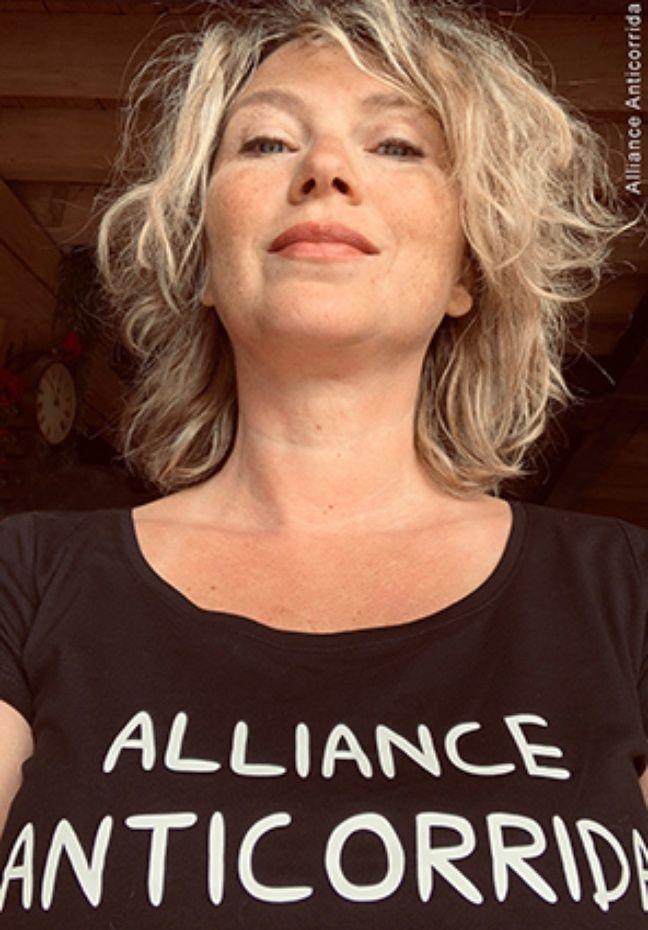 Cécile Bois pose pour l'Alliance anticorrida