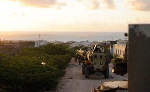 Photo de la Force de l'Union africaine en Somalie montrant des solats de l'UA sur une route dans le sud de la Somalie, le 6 octobre 2014