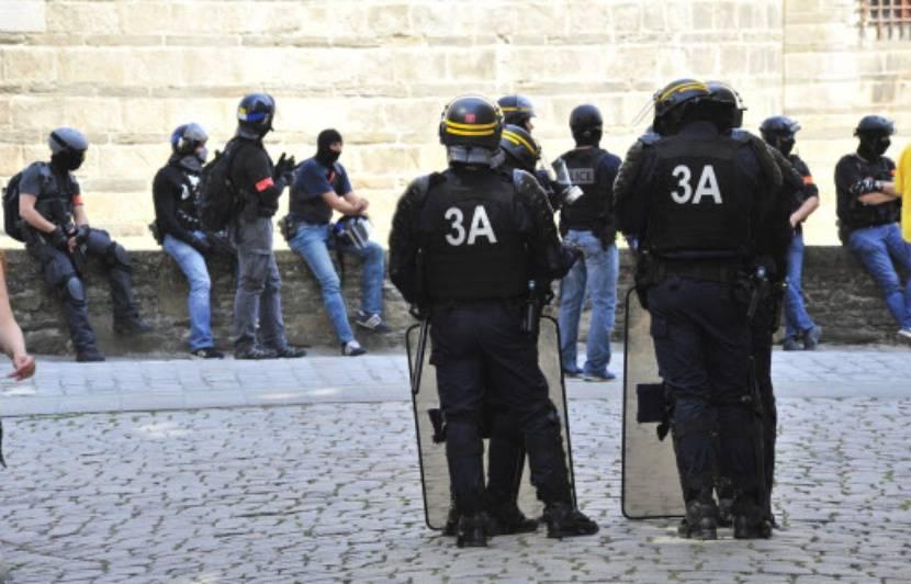 Pourquoi la police a-t-elle arraché son drapeau à un manifestant à Nantes?