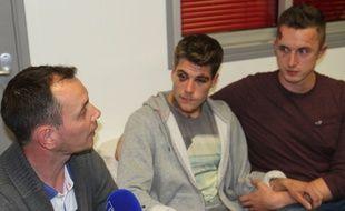 Vincent Boileau Autin, président de la Lesbian and Gay Pride (LGP) et premier marié gay de France, Clément et Aaron, jeudi, dans les locaux de la LGP