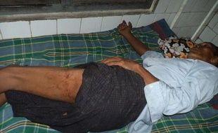 Autour d'une soixantaine de personnes ont été tuées en quelques jours dans les violences entre bouddhistes et musulmans, dans l'ouest de la Birmanie, soulevant l'inquiétude croissante de la communauté internationale qui exhorte le pouvoir à agir vite pour apaiser une situation explosive.