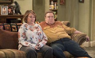 Roseanne Barr et John Goodman dans la saison 10 de «Roseanne».