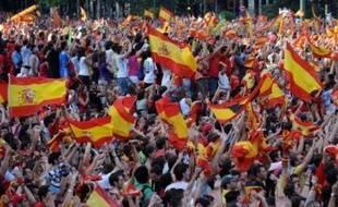 L'équipe d'Espagne de football, sacrée dimanche championne d'Europe à Vienne, est arrivée lundi à l'aéroport de Madrid vers 19h40 (17h40 GMT) en provenance d'Innsbruck (Autriche), avant d'entamer un parcours triomphal en bus dans la capitale espagnole.