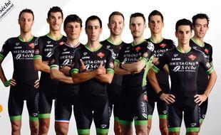 Les neuf coureurs de Bretagne-Séché alignés sur le Tour, avec de gauche à droite : Arnaud Gérard, Brice Feillu, Pierrick Fédrigo, Eduardo Sepúlveda, Pierre-Luc Périchon, Florian Vachon, Frédéric Brun, Armindo Fonseca et Anthony Delaplace.