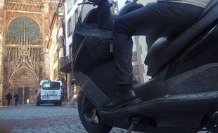 Illustration. Scooter sur une  voie piétonne à Strasbourg.