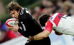 Biarritz's winger Jean-Baptiste Gobelet (R) tackles Toulouse's fullback Maxime Medard (R) during the French Top14 rugby union match Biarritz Olympique vs. Stade Toulousain, 24 November 2007 at the Aquilera stadium in Biarritz. Toulouse won 18 to 6. AFP PHOTO PIERRE ANDRIEU