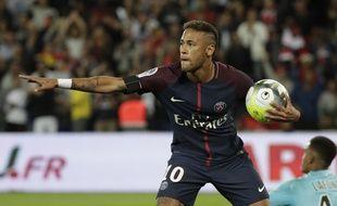 Neymar à la fête au Parc des Princes face au TFC.