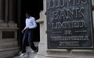 Comme RBS, Lloyds Banking Group (LBG), autre banque sauvée par l'Etat britannique durant la crise, est restée dans le rouge en 2012, plombée par les scandales entachant la City, mais a décidé de récompenser son patron et ses troupes pour la réduction des pertes en leur attribuant des bonus.