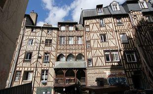 Les arrières des bâtiments à pans de bois de la place Sainte-Anne, à Rennes.