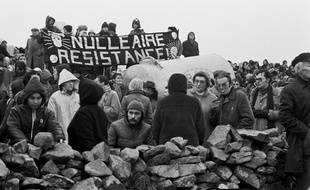 Une manifestation des opposants au projet de centrale nucléaire à Plogoff (Finistère) en février 1980.