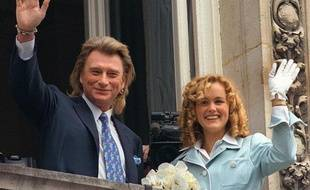 Le 25 mars 1996, Johnny épouse Laeticia Boudou, un mannequin de 32 ans sa cadette.