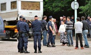 """Le ministère de l'Intérieur a """"mis fin à la politique du chiffre"""" pour aborder la question des Roms sans """"stigmatisation"""" ni """"polémique"""" tout en travaillant à la recherche de """"solutions alternatives"""" avec les associations, a déclaré samedi à l'AFP un membre du cabinet de Manuel Valls."""