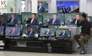 L'image de Donald Trump diffusée sur des écrans dans un magasin d'électronique à Séoul (illustration).