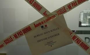 Les scellés posés au siège de Numericable, le 2 avril 2015.