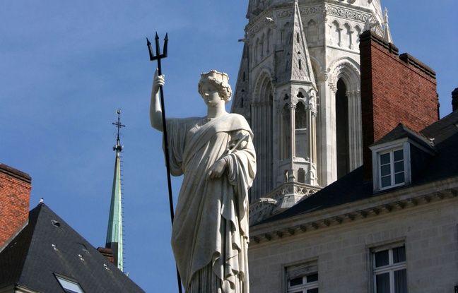 La fontaine de la place Royale et son fameux trident, en 2007 à Nantes.