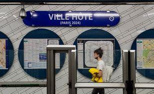 La station Hôtel de Ville (lignes 1 et 11) a été rebaptisé en Ville Hôte (temporairement) pour fêter la désignation de Paris comme ville organisatrice des Jeux olympiques 2024.