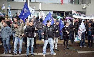 Manifestation de policiers devant le commissariat Waldeck-Rousseau à Nantes, le 18 mai 2016 / JS Evrard