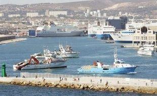 Un ferry de la compagnie algérienne Algérie Ferries, avec environ 1.400 passagers à bord, parti samedi de Marseille (sud de la France) pour Alger, a fait demi-tour à la suite d'une alerte à la bombe, a-t-on appris de sources policière et préfectorale.