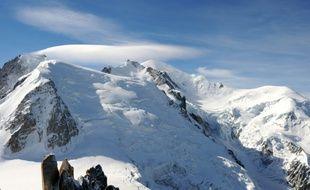 Le Mont-Blanc avec à sa droite le Mont Maudit et le Dôme du Goûter, le 16 septembre 2010 dans les Alpes en France