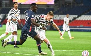 Idrissa Gueye au duel face à Manchester United
