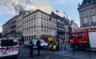 Un important incendie en cours dans le centre-ville de Bordeaux, le 25 mai 2019.