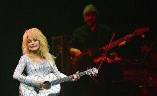La chanteuse de country Dolly Parton