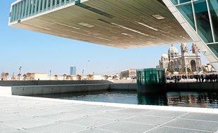 La Villa Méditerranée occupe 10 000 m2 en face de la cathédrale de la Major.