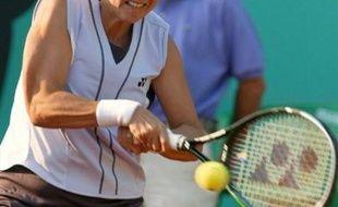 L'Américaine d'origine serbe Monica Seles, ancienne N.1 mondiale, a officiellement annoncé qu'elle se retirait des courts de tennis, jeudi dans un communiqué.