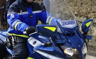 Illustration d'un motard de la gendarmerie nationale.