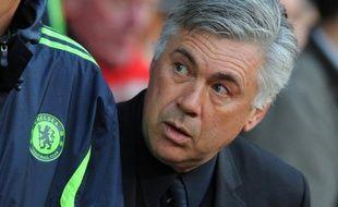 """Le grand flou entoure le poste d'entraîneur au Paris SG: Carlo Ancelotti assure qu'il n'y a """"rien de concret"""", tandis que son directeur sportif Leonardo répond de manière évasive au maintien d'Antoine Kombouaré par un """"Quand tu te maries, tu ne penses pas au divorce""""."""