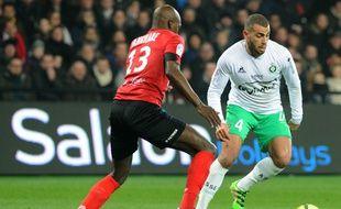 Ici opposé au Guingampais Younousse Sankhare, Oussama Tannane n'a plus du tout l'impact entrevu lors de ses débuts avec l'ASSE.  FRED TANNEAU