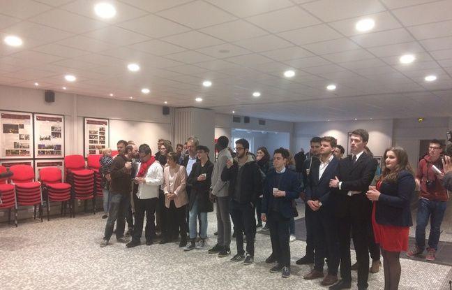Les militants du PS de Lille attendent les résultats du premier tour.