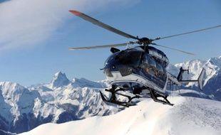 Un hélicoptère de la gendarmerie utilisé par le Peloton de Gendarmerie de Haute Montagne (PGHM) pour les secours, près d'Oloron-Sainte-Marie, le 6 mars 2014