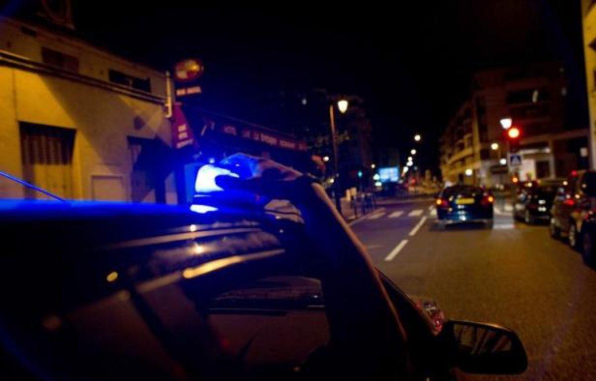 Deux policiers ont été blessés à coups de fusil de chasse lors d'échauffourées au sein du quartier de la Grande Borne à Grigny (Essonne) dans la nuit de vendredi à samedi, sans que leurs jours ne soient en danger. – Fred Dufour AFP