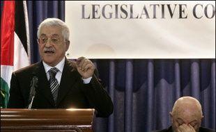 """Le leader palestinien Mahmoud Abbas a plaidé pour un règlement négocié du conflit avec Israël et appelé le monde à ne pas """"punir"""" les Palestiniens après la victoire électorale du Hamas, en inaugurant samedi le parlement dominé par le mouvement islamiste radical."""