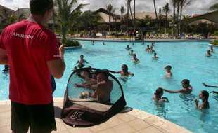 Un animateur au club de vacances Nouvelles Frontières à Punta Cana, en République Dominicaine.