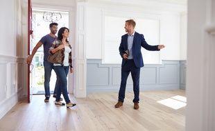 Si la compétence des agents immobiliers est reconnue par tous, les particuliers rechignent à supporter leurs honoraires.