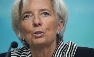 """La directrice générale du FMI, Christine Lagarde, a estimé jeudi que la chute de l'économie mondiale avait été stoppée mais que l'heure n'était pas au """"relâchement"""", notamment sur le front de l'emploi."""