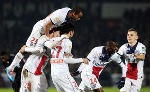 Les joueurs du PSG fêtent le but de Blaise Matuidi lors du match de Coupe de la Ligue à Bordeaux, le 14 janvier 2014.