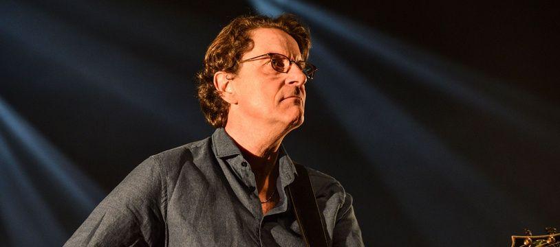 Francis Cabrel met sa discographie en ligne.