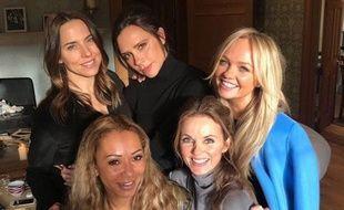De gauche à droite et de haut en bas : Melanie Chisholm, Victoria Beckham, Emma Bunton, Melanie Brown et Geri Halliwell, réunies à Londres le 2 février 2018.