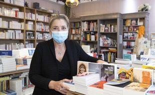 Florence Kammermann de la Librairie Autour d'un Livre, à Cannes, est déterminée à maintenir sa boutique ouverte durant le confinement
