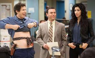 Andy Samberg, Joe Lo Truglio et Stephanie Beatriz dans «Brooklyn Nine Nine»,